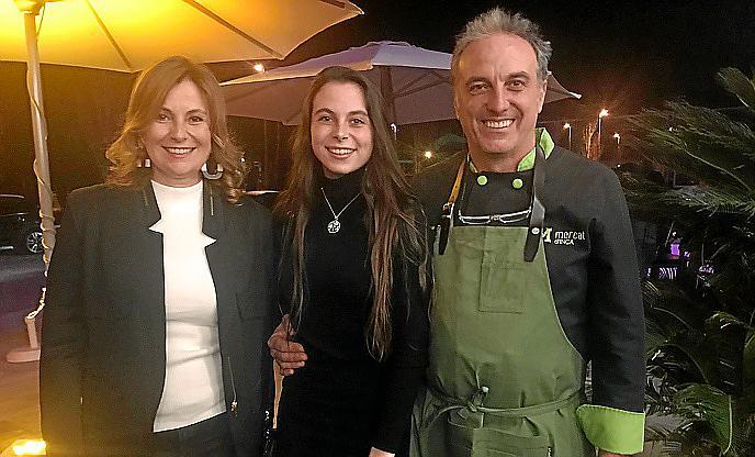 LLOSETA. Inauguració nou Can Amer, Tomeu Torrens amb la seva dona, Francisca Joana Mir, i la seva filla, Antonia Aina Torrens. Foto: LOLA OLMO