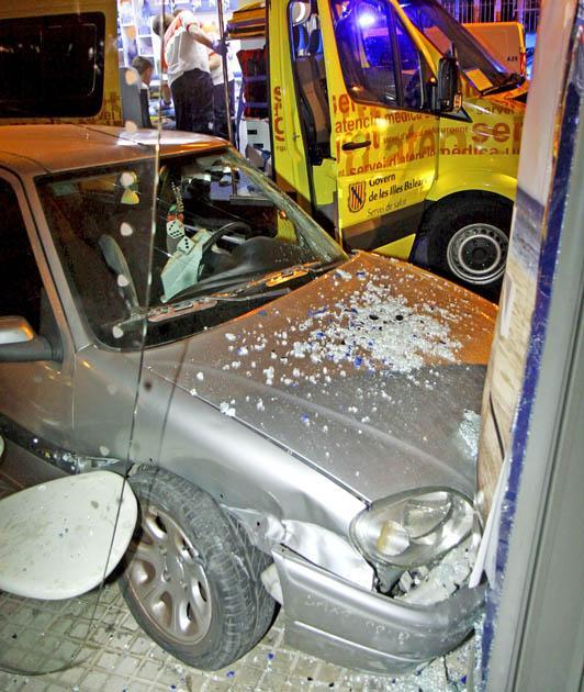 Cuatro heridos al estrellarse un coche a gran velocidad que huía tras un robo en Can Pastilla