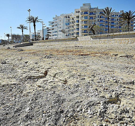 La playa se encuentra en muy mal estado