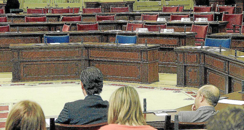 El PP propone cambiar la Ley Electoral para hacer una reducción «drástica» de diputados