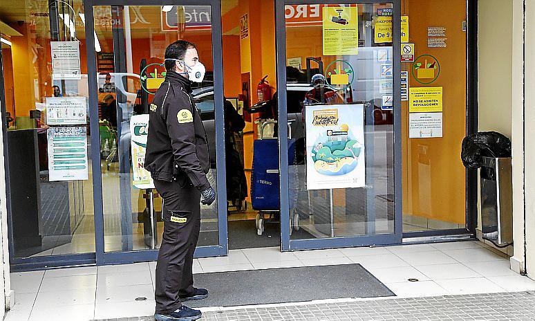 Vigilantes de seguridad en Baleares: «Estamos en primera línea de fuego y a pecho descubierto»