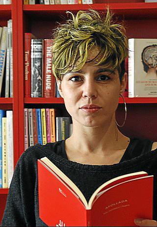 La escritora Laia Martinez i Lopez consolida su voz en ¿Afollada¿, «un acto de libertad».