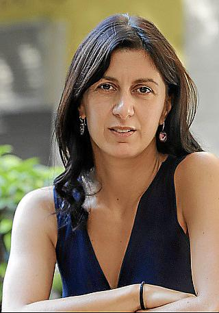 La escritora Lucia Pietrelli publica a novela ¿Lítica¿, que presentará el 27 en Drac Màgic.