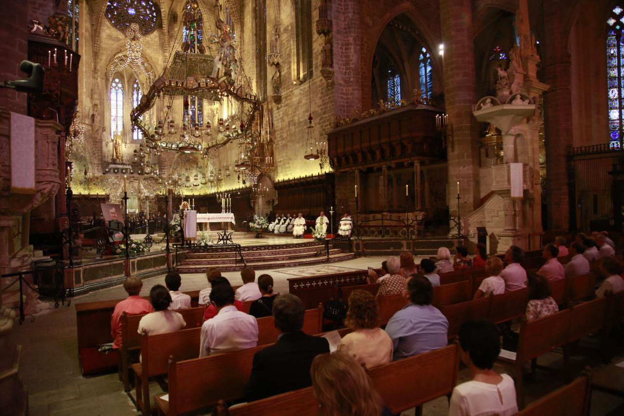 eucarística para conmemorar la fiesta de San Josemaría, fundador del Opus Dei