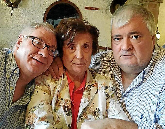 Miguel Ángel Aller, con Irene y José Antonio