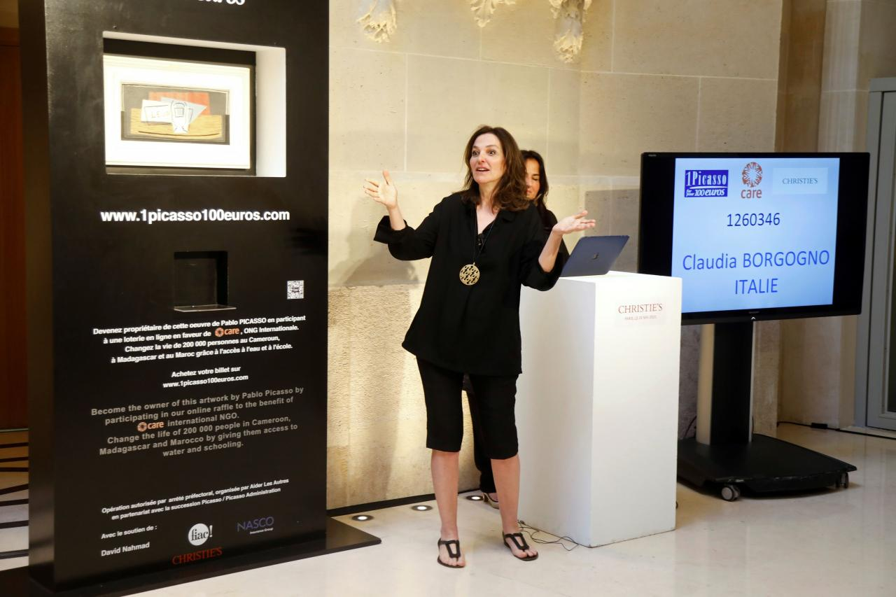 Charity raffle draw designates the winner of a Picasso oil painting for 100 euros at Christie's Paris