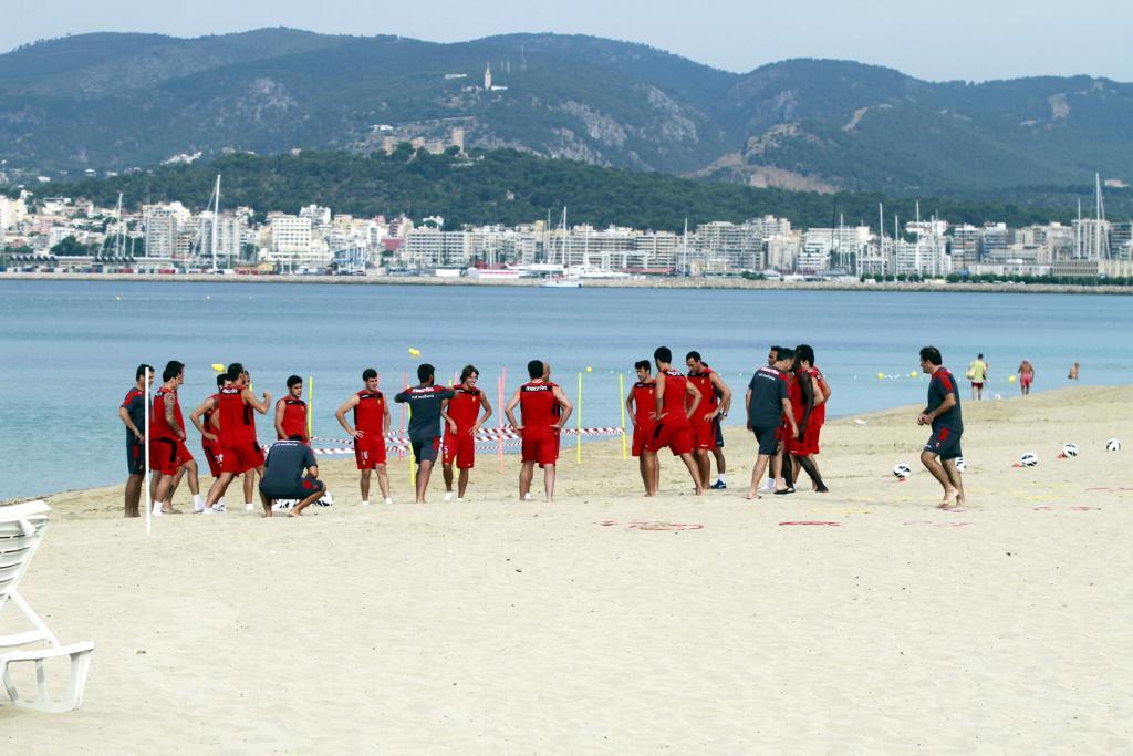 El Mallorca se va a la playa... a entrenar