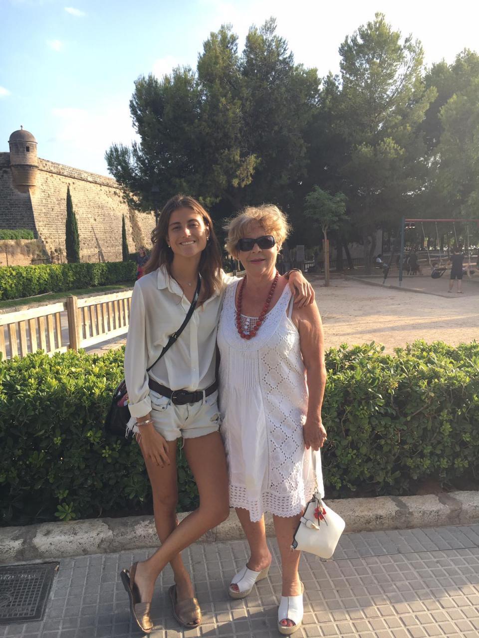 Meneca con su nieta María