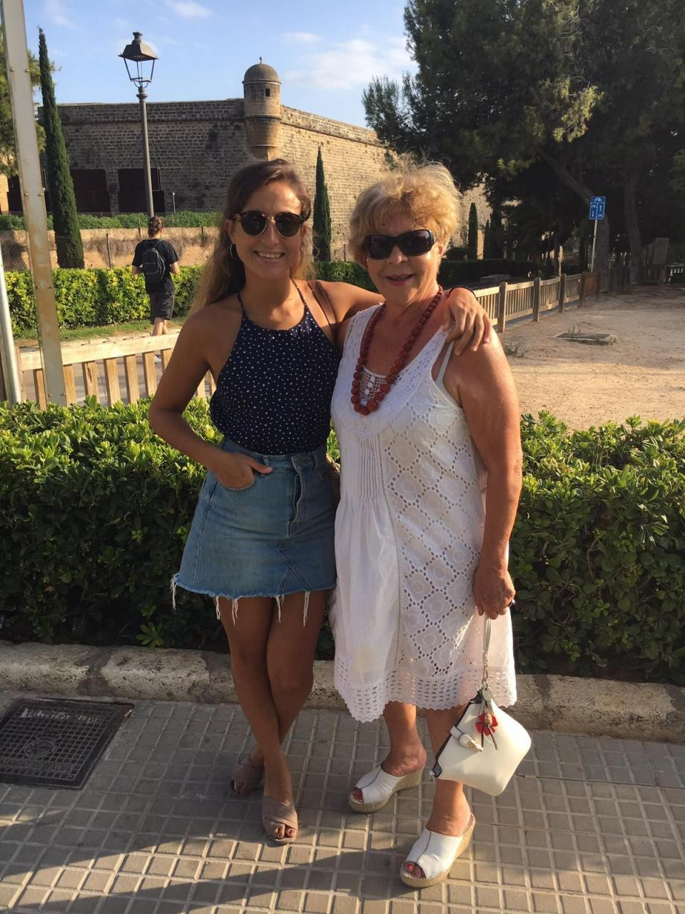 Meneca con su nieta Claudia