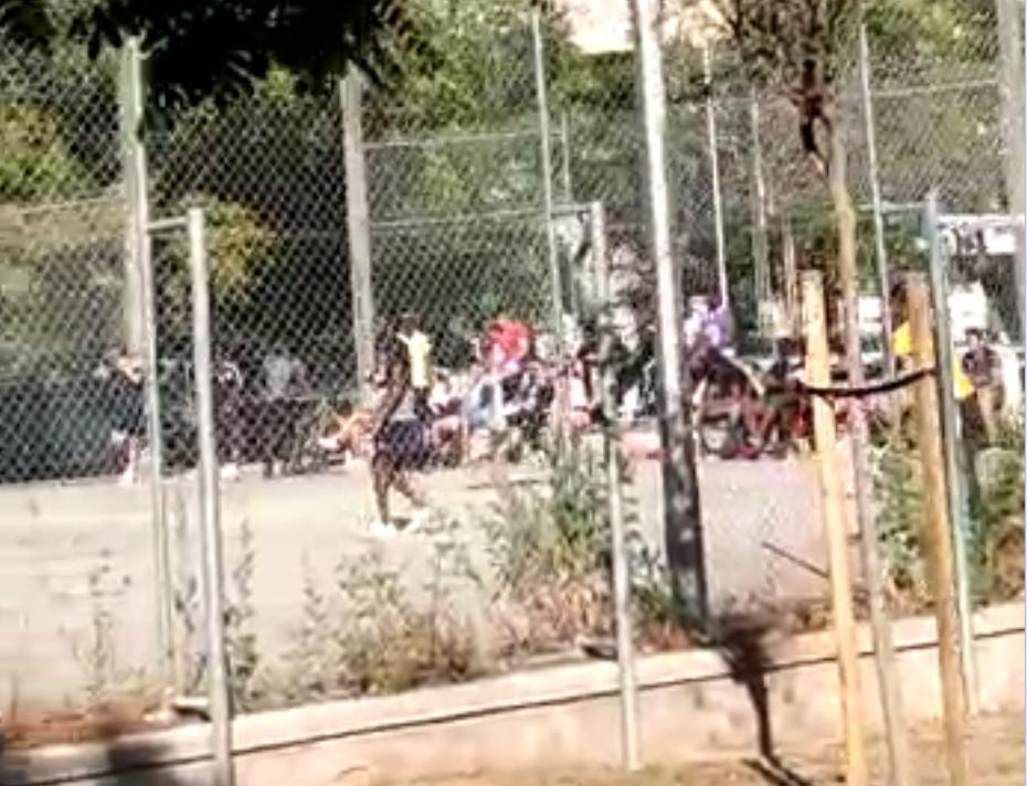 Quejas de los vecinos de la plaza Orson Welles por partidos de fútbol durante el estado de alarma