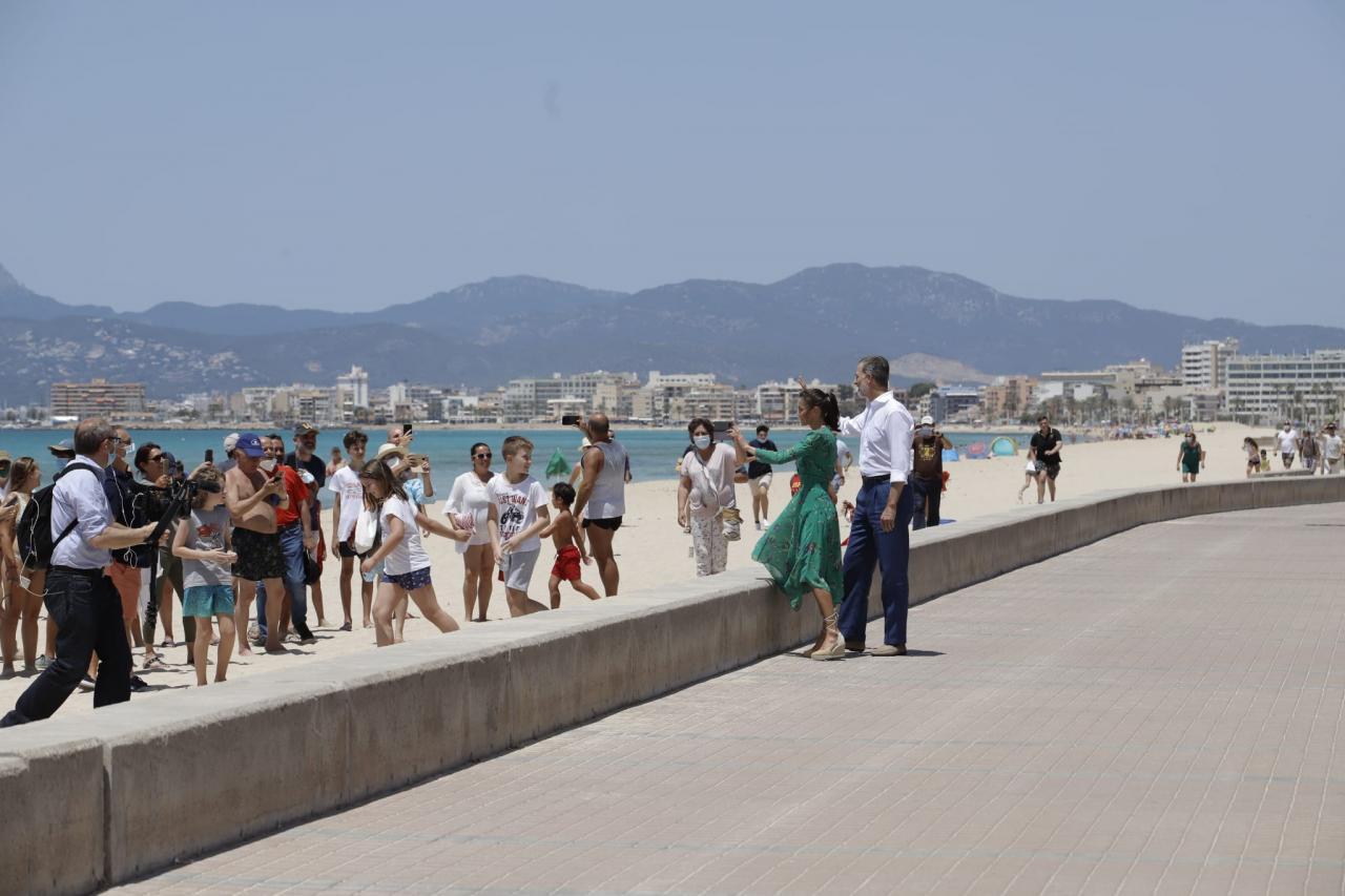 Los Reyes conocen en Mallorca de primera mano la situación del sector turístico
