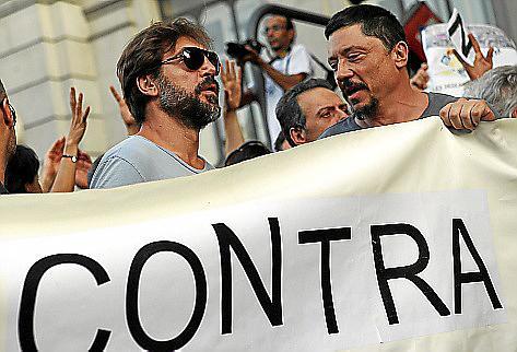 Centenares de miles de personas protestan en 80 ciudades españolas