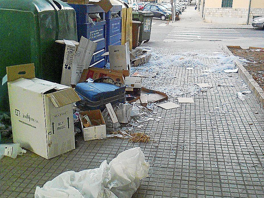 El Consistorio denuncia «incivismo» en los puntos de recogida de basura