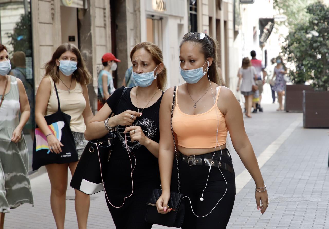 El uso de la mascarilla es obligatorio desde este lunes en Baleares