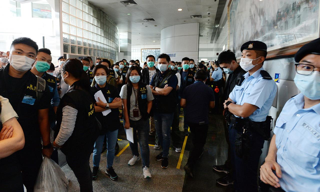 Police search headquarters of Apple Daily newspaper