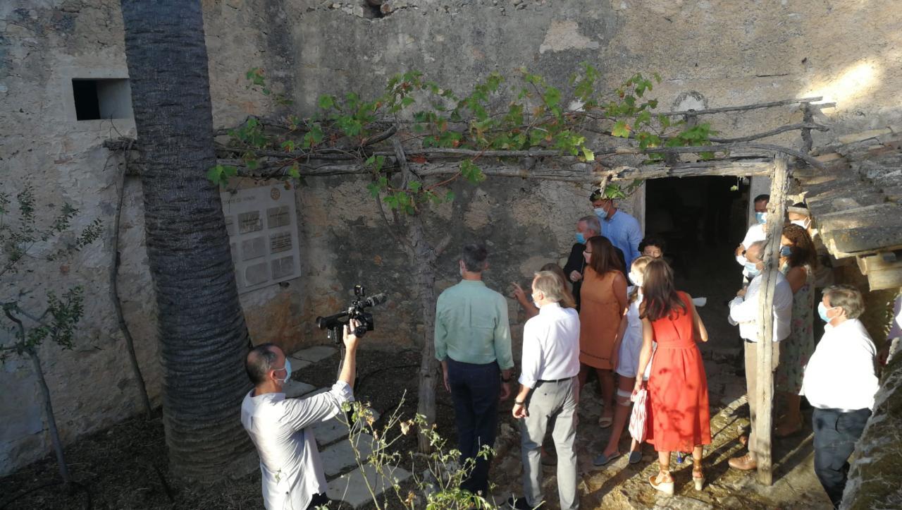 Los Reyes y sus hijas en la casa de Fra Juníper