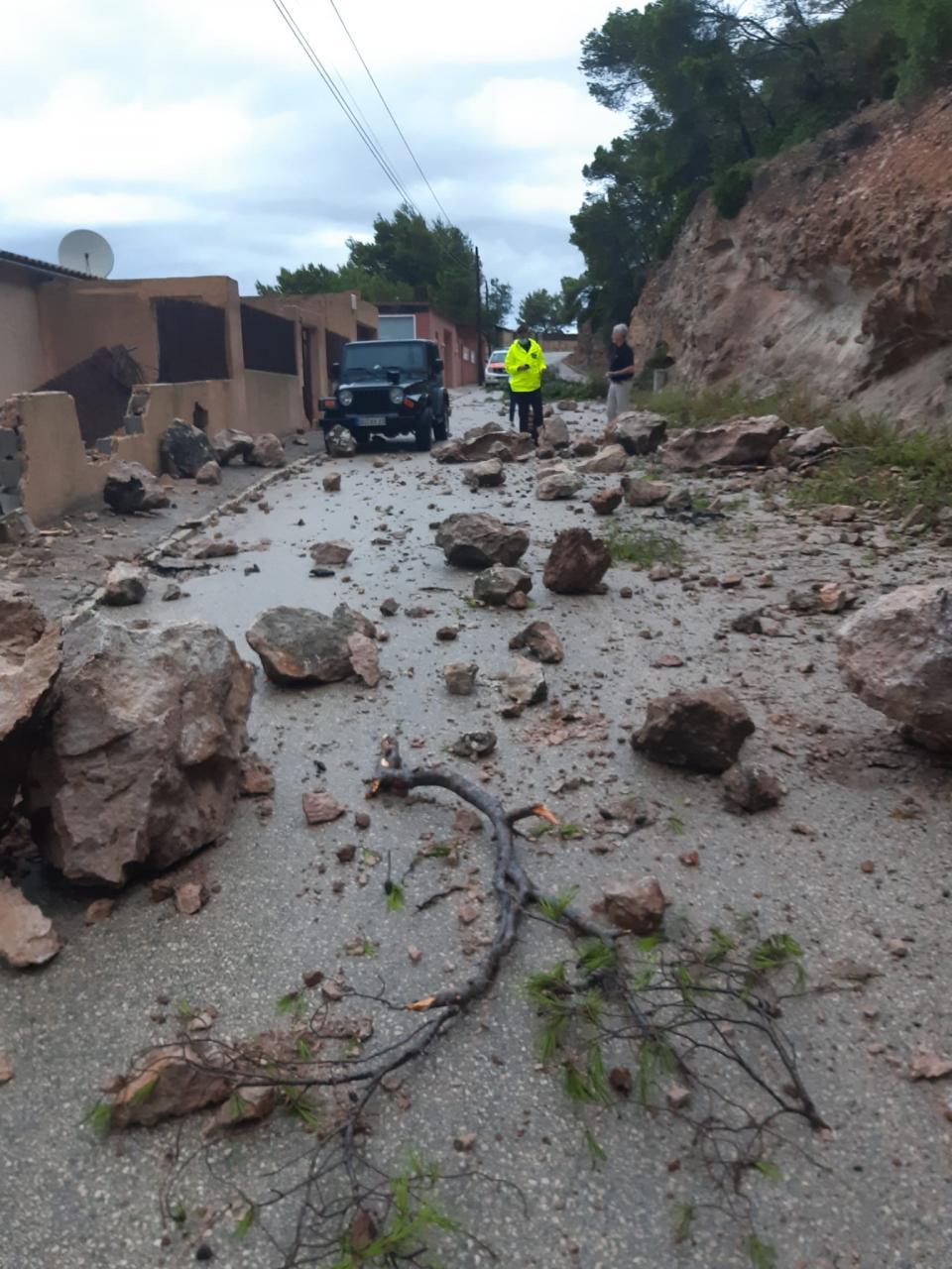 Desprendimiento de rocas en Cala Llamp.