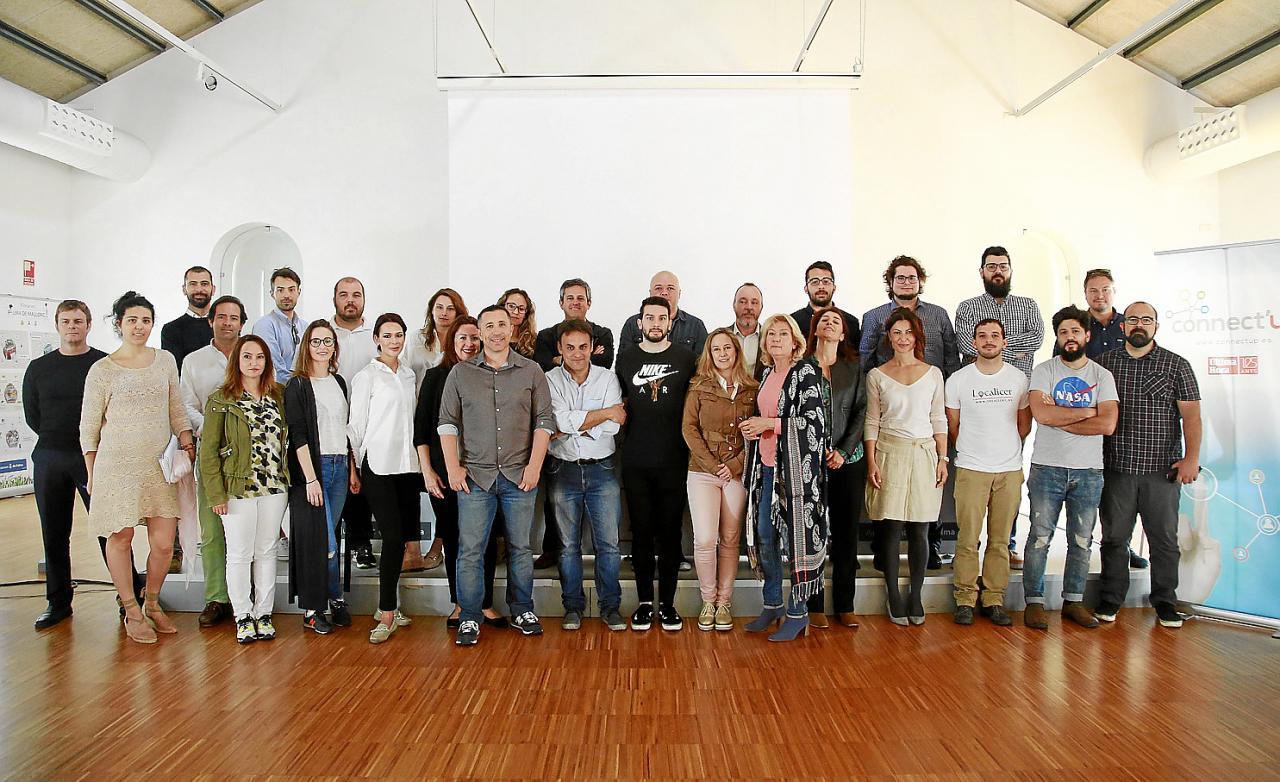Primera reunión de los finalistas de Connect'Up 2018. El proyecto VEnvirotech de Noelia Márquez y Patricia Aymà se alzó como ganador de la primera edición del concurso de emprendeduría balear.