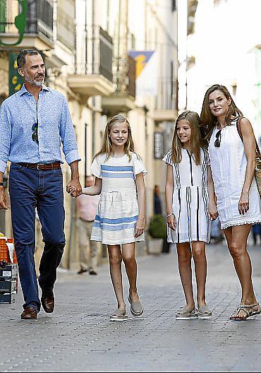 SOLLER - MONARQUIA - VACACIONES DE LA FAMILIA REAL. LA FAMILIA REAL VISITA EL MUSEO DE CAN PRUNERA.