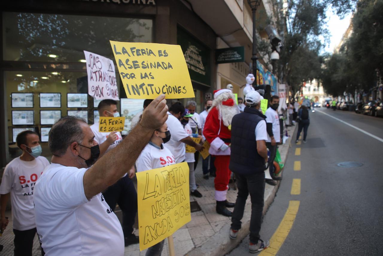 La oposición se alía con los feriantes en su segunda jornada de protesta en el Parlament
