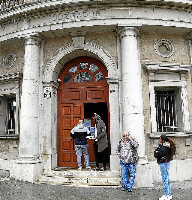 Acusados los dueños de un centro médico de Palma por emplear a falsos enfermeros