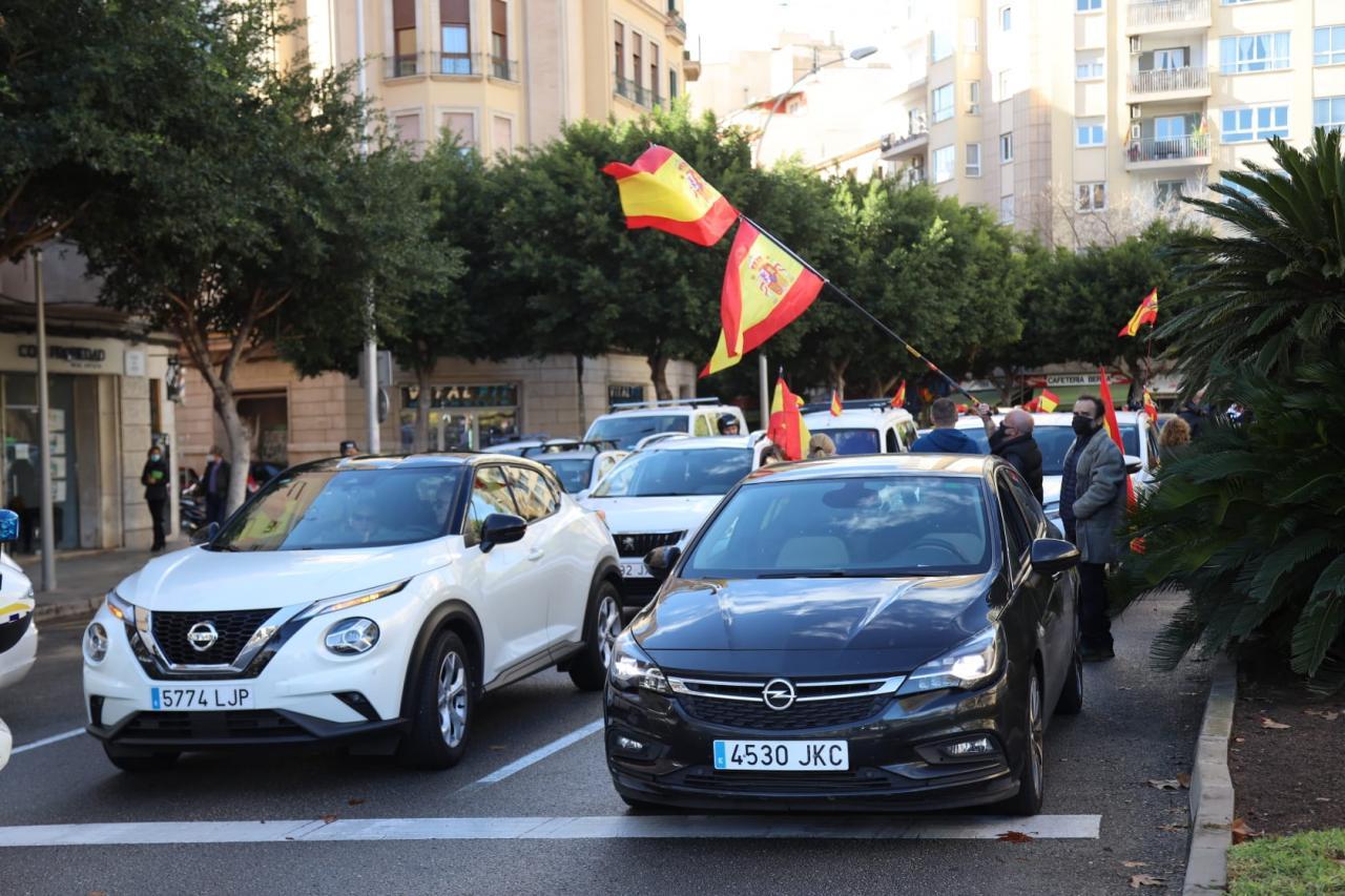 La caravana de coches ha salido de la Plaza del Fortí