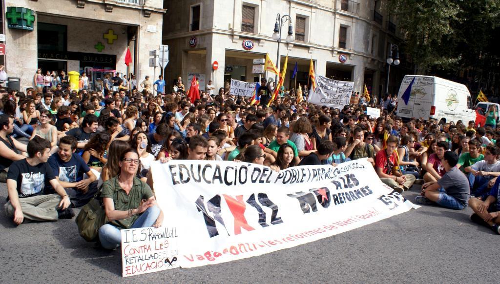 Huelga y manifestación de los estudiantes contra los recortes educativos