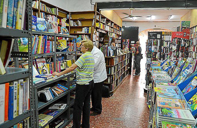 Llibres Fiol apura sus últimos días antes de echar el cierre