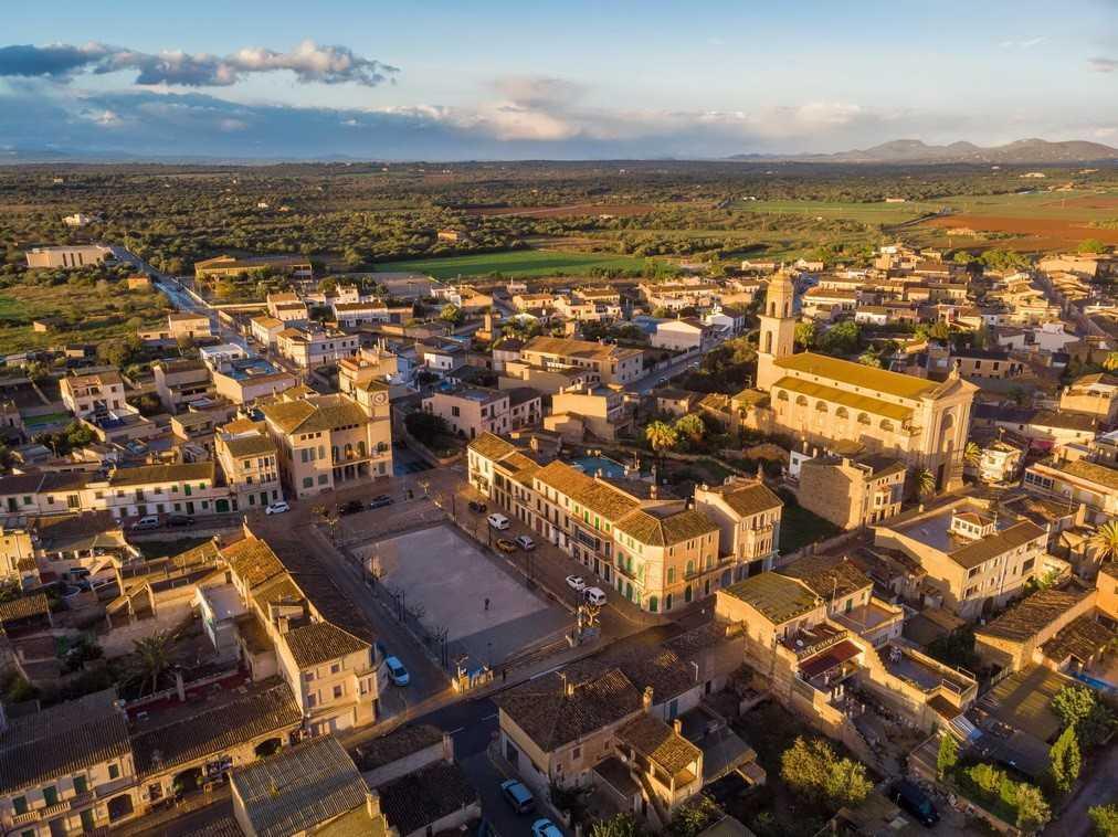 Vista aérea del pueblo de ses Salines, que empieza su nueva ordenación urbanística.