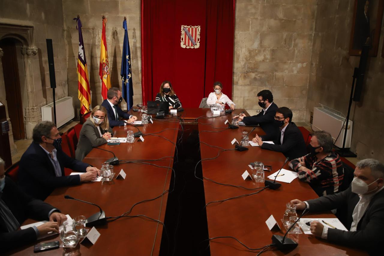palma reunion ministra yolanda diaz y armengo con hoteleros y empre