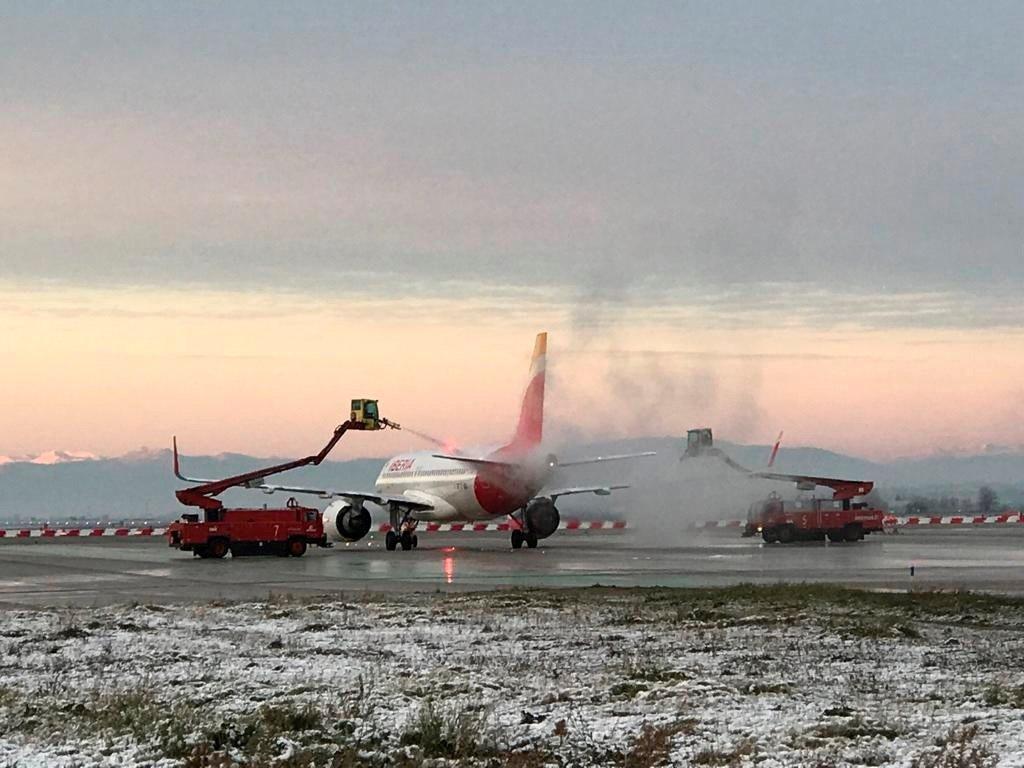 Aviones pasan por bases de deshielo para operar