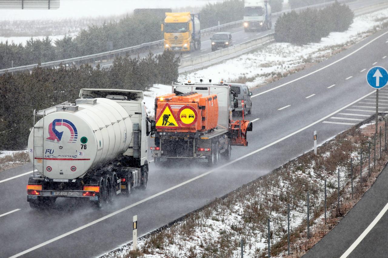 Cerradas al tráfico 8 carreteras y necesarias las cadenas en otras 35