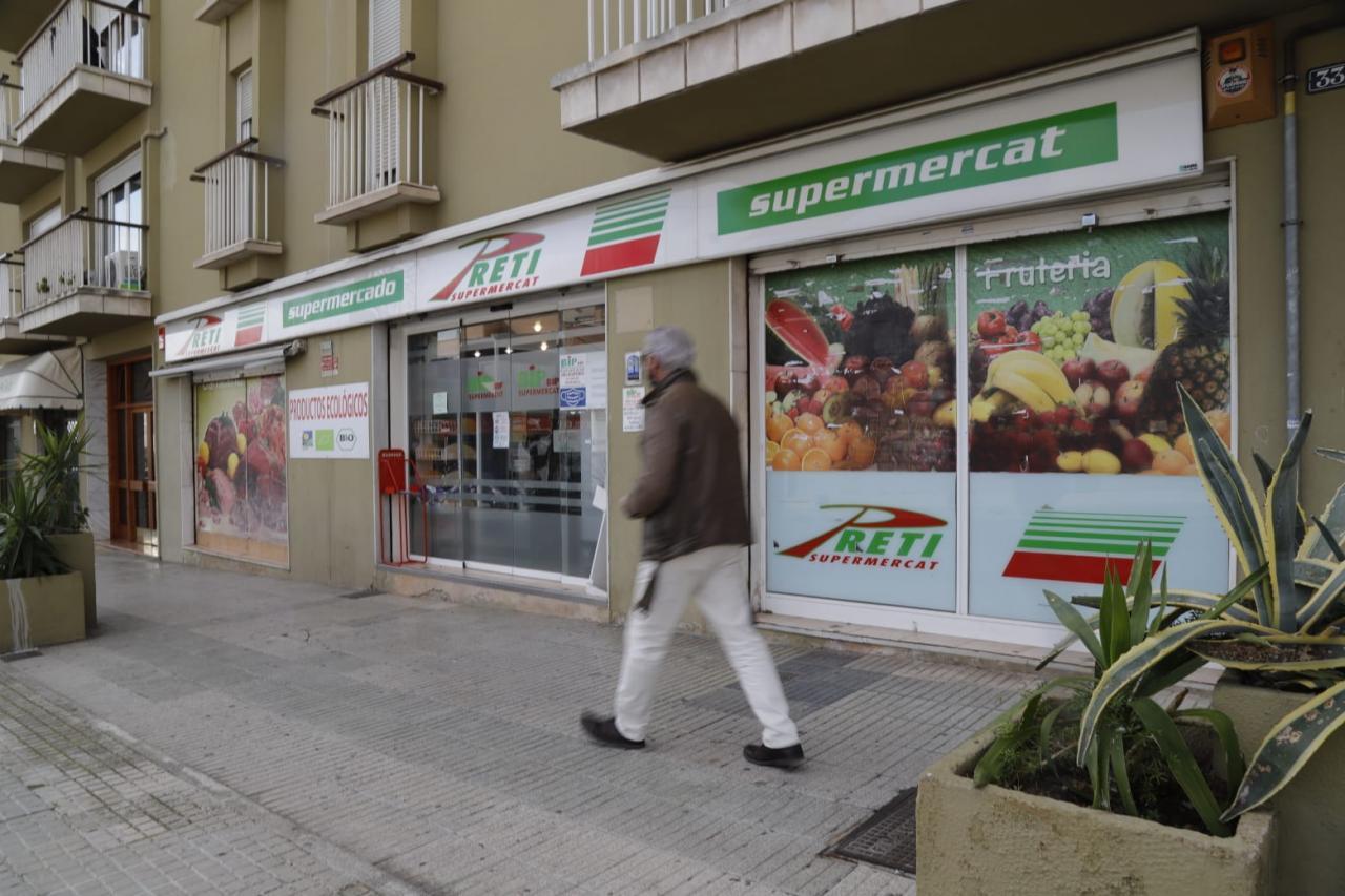 Atraco en un supermercado de Palma a punto de pistola
