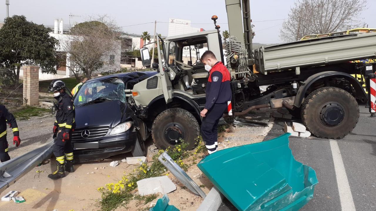 Accidente en la carretera a Santa Eulària.