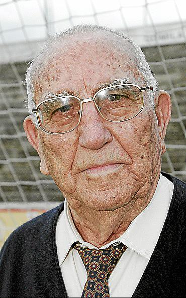 Tributo a tres leyendas del fútbol español