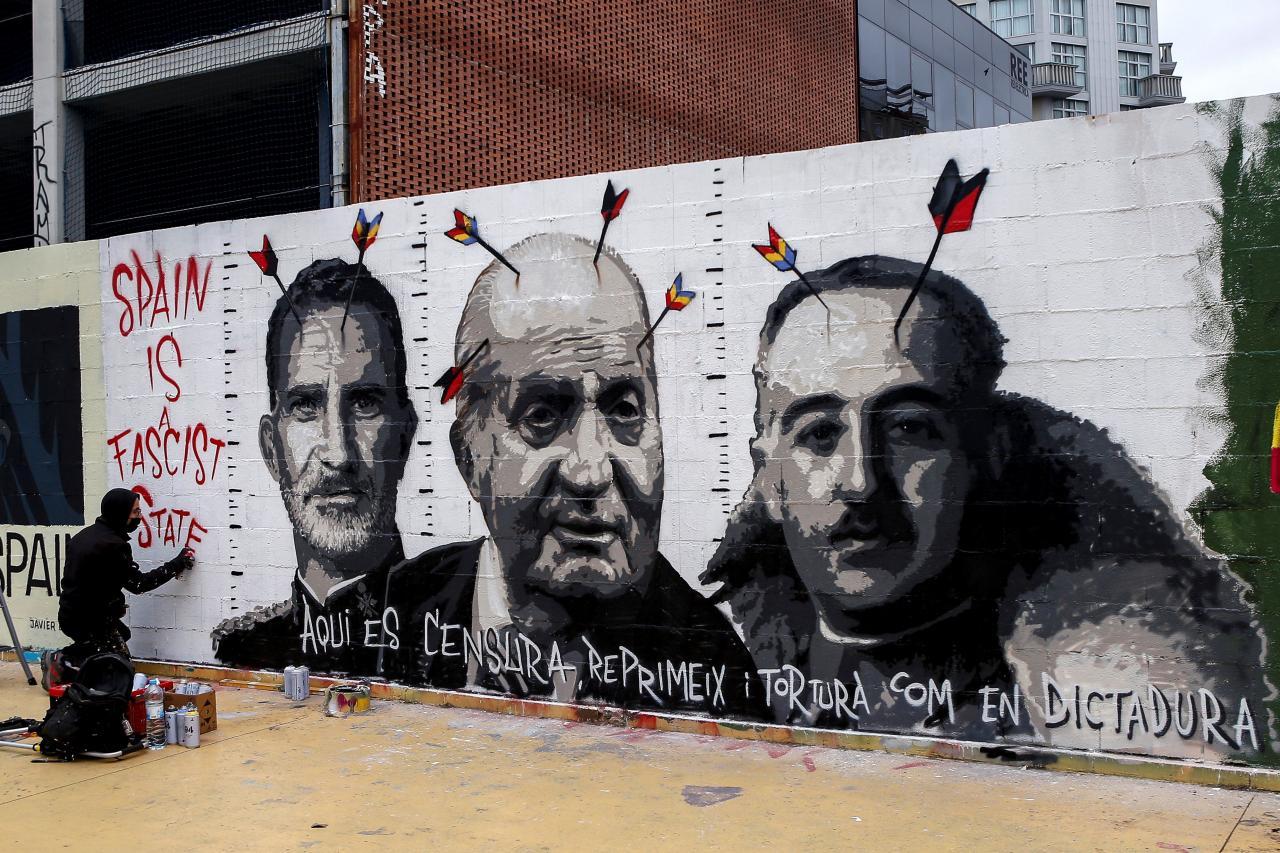 Varios grafiteros se solidarizan con Hasel y pintan un muro en Barcelona