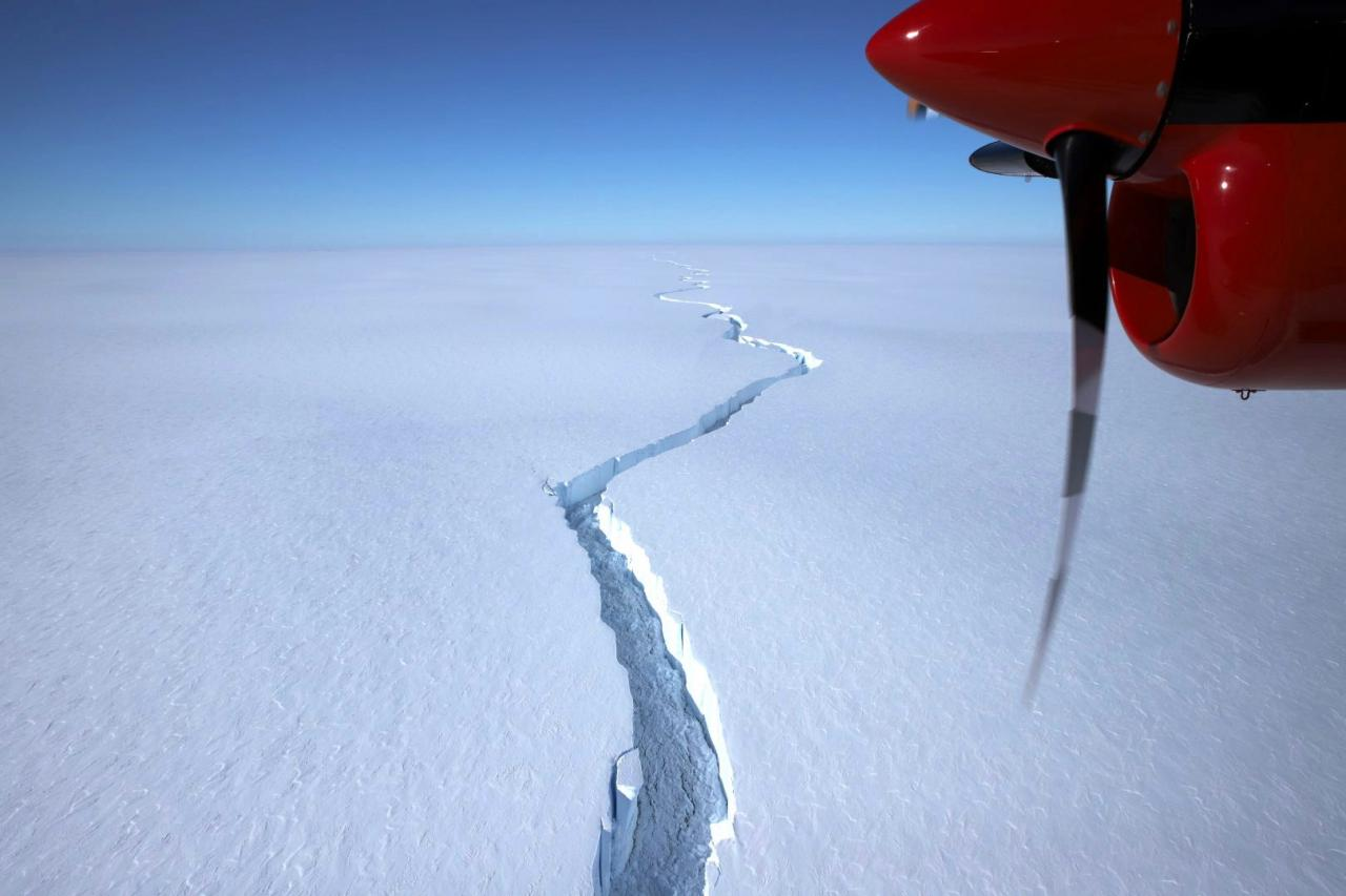 Brunt Ice Shelf calves iceberg