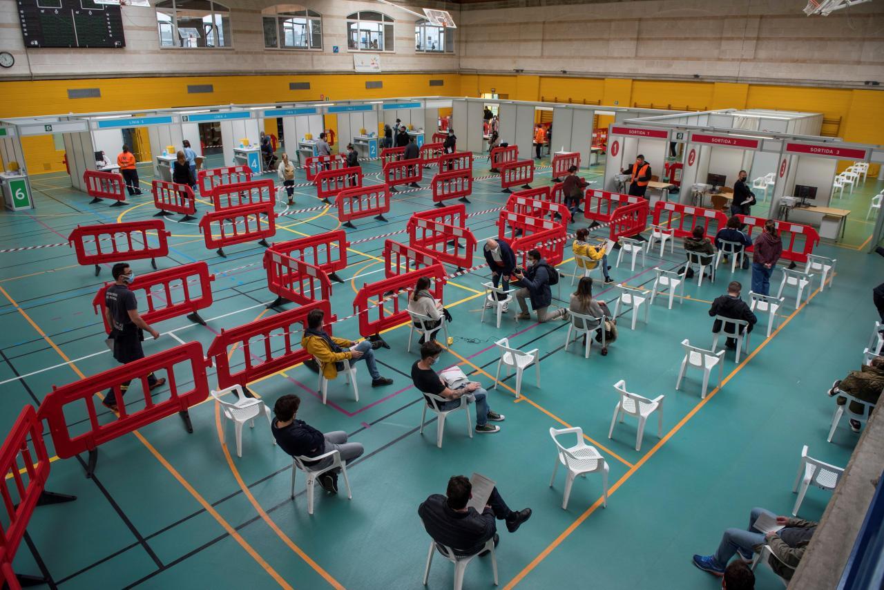 El Germans Escales empieza vacunando a 800 personas al día y llegará a 3.000