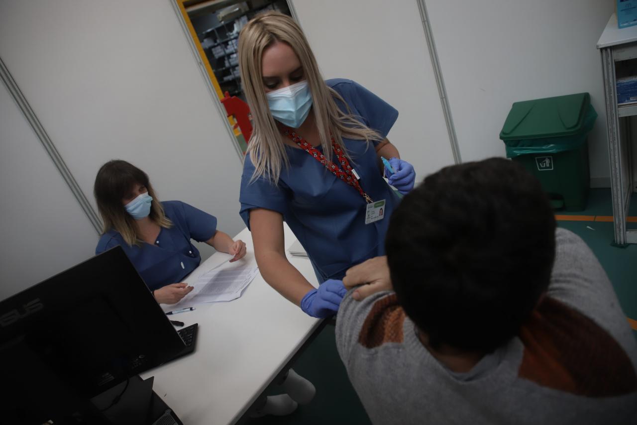 vacunacion en el Germans Escales FOTO:PERE BOTA