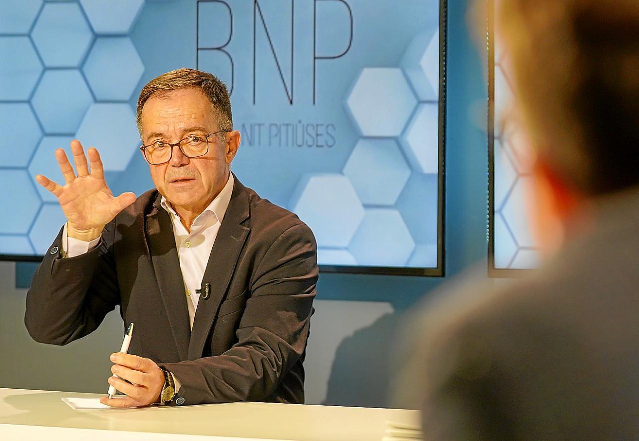 El conseller de Movilidad y Vivienda, Josep Marí Ribas, ayer en el programa BNP.