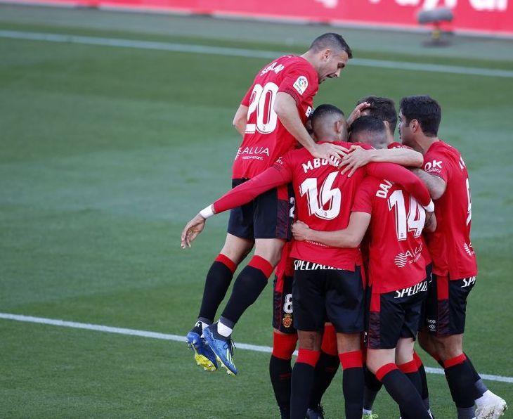 El Mallorca da un gran paso hacia el ascenso