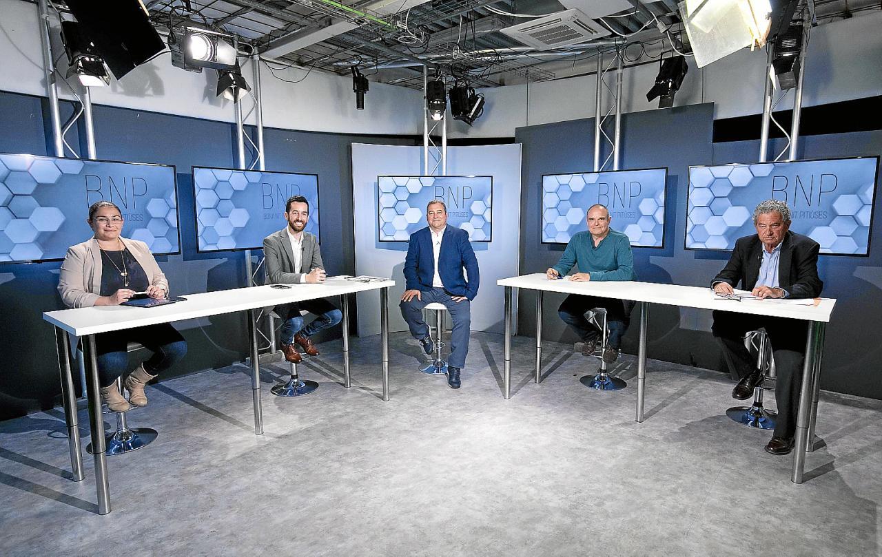 Marilina Ribas, Javier Torres, Aitor Morrás y Emilio Pérez Echagüe ayer, momentos antes del debate de BNP.