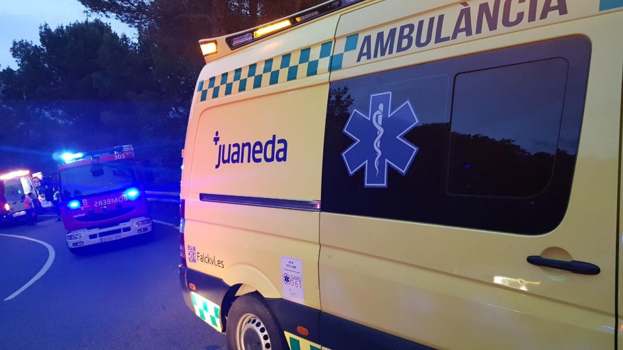 Un motorista, herido tras caer por un precipicio de 7 metros en Sóller