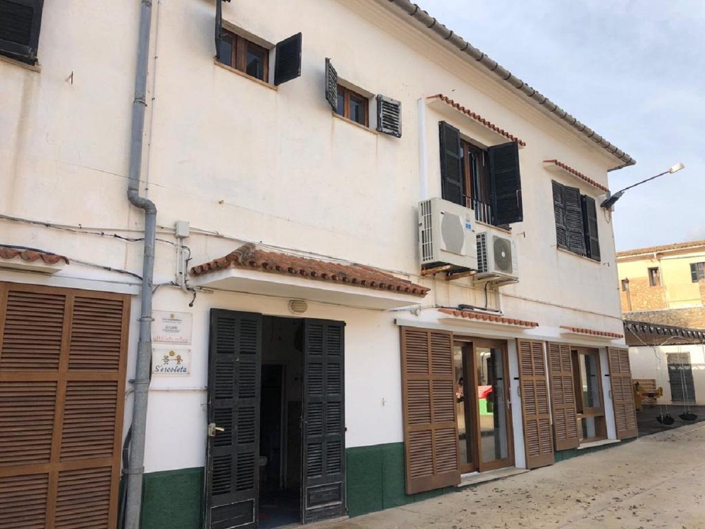 SANT LLORENÇ - La reivindicada reforma de la ` escoleta ¿ municipal frenará el deterioro del edificio.