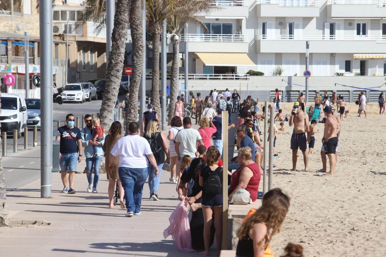 30 grados en Mallorca: la playa de Cala Major cerrada por superar el aforo