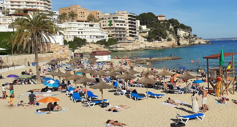 30 grados en Mallorca: la playa de Cala Major, cerrada por superar el aforo