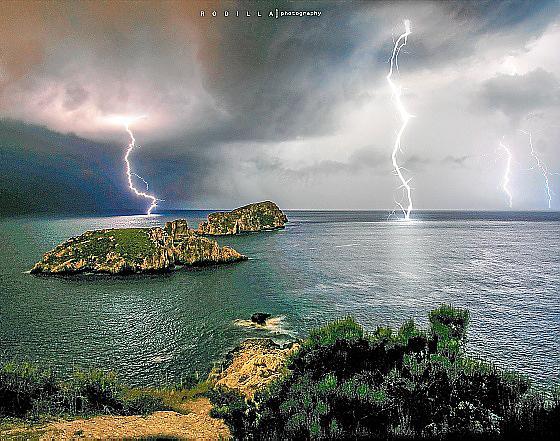 Tormenta eléctrica sobre las islas Malgrats