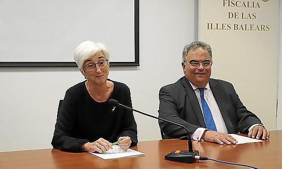 La fiscal general, María José Segarra, junto al fiscal superior, Bartomeu Barceló en Palma.