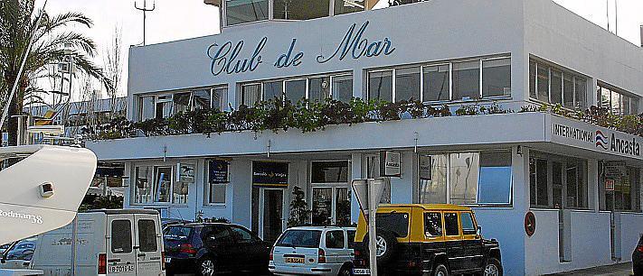 PALMA - FACHADA DEL CLUB DE MAR . MAS FOTOS EN EL DISCO DEL DIA 18-1-2005