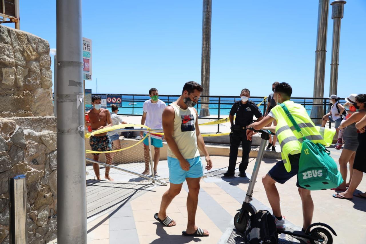 Cortado el acceso a la playa de Cala Major por exceso de aforo